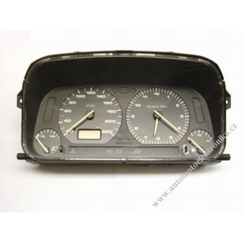 Přístrojová deska VW Golf III. s hodinama 1H6 919 033 L